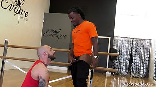 Black well hung gay dude gets his dick sucked by a mature white guy