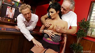 Order about MILF gets busy with two men with an increment of fucks until sapping