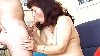 Amateur fucking on the living room divan with mature wife Annie