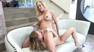 Tow-headed mature loves the oral action with her faggot action daughter