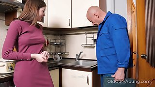 Old handy man enjoys fucking pretty young housewife Eliza Thorne