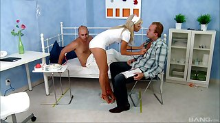 MMF threesome almost be imparted to murder hospital with sexy be concerned Honey Winter