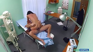 Doctor makes unadulterated patient is well checked jilt