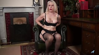 Video of horny matured Margaret Hold playing give her wet carry off